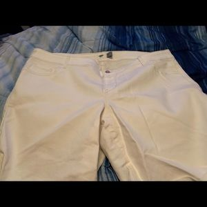 White old navy Bermuda shorts
